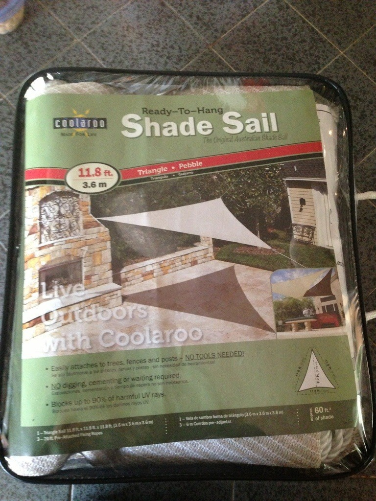 package containing one triangular sunshade